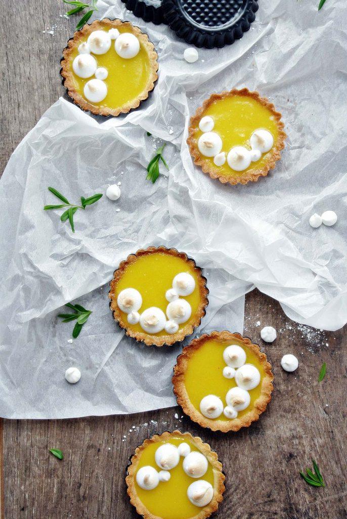 Zitronen-Tartelette mit Baiser